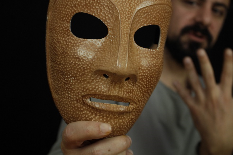 Το σώμα της μάσκας με τον Αλέξανδρο Μιχαήλ